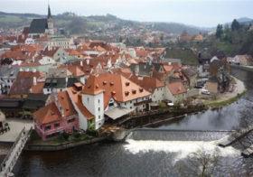 Český Krumlov aan de rivier Vltava in Tsjechië.