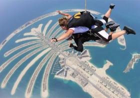 Via een Skydive naar Wintersporthal in Dubai