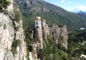 Guadalest verborgen tussen de bergen