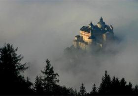Werfen met een kasteel en een ijsgrot