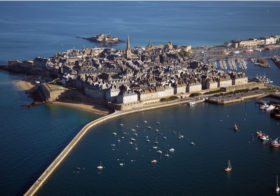 Saint-Malo een aaneenschakeling van bastions en wachttorentjes
