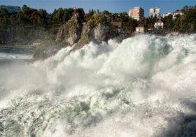 Watervallen Van Schaffhausen Zwitserland.Schaffhausen Een Rijnwaterval Vakantieroute